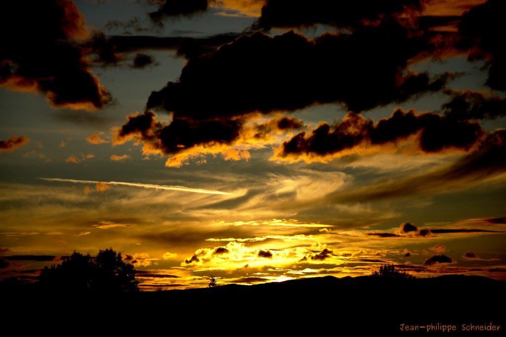 Un couché de soleil doré sur les Vosges