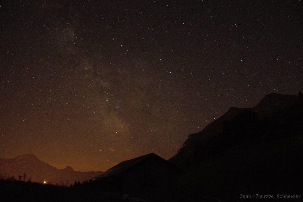 Constellation du sagittaire au dessus de l'horizon